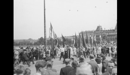 Procession over Dronning Louises Bro